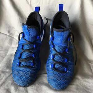 Nike Kevin Durant Shoe for Boys. Size 6Y